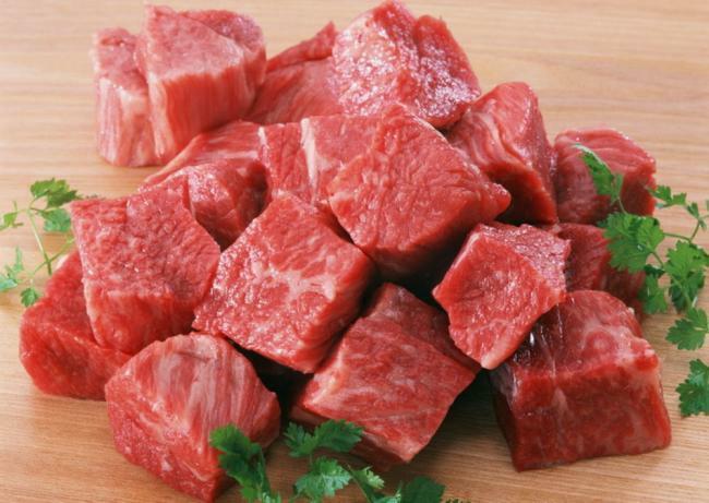 почему нельзя кормить собаку свининой